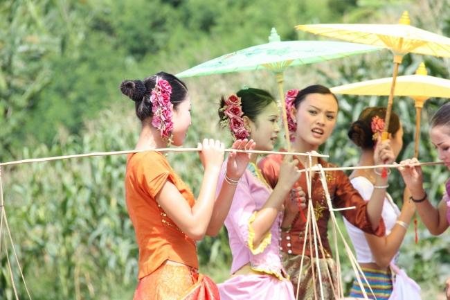 云南人物生活照片