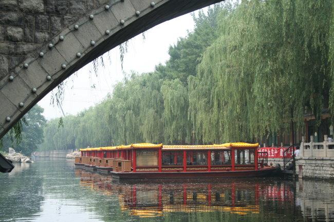 桥水面倒影手绘图