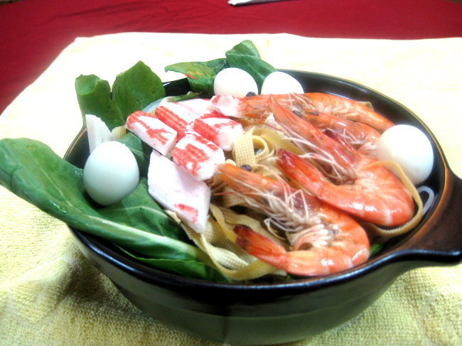 三鲜砂锅米线图片
